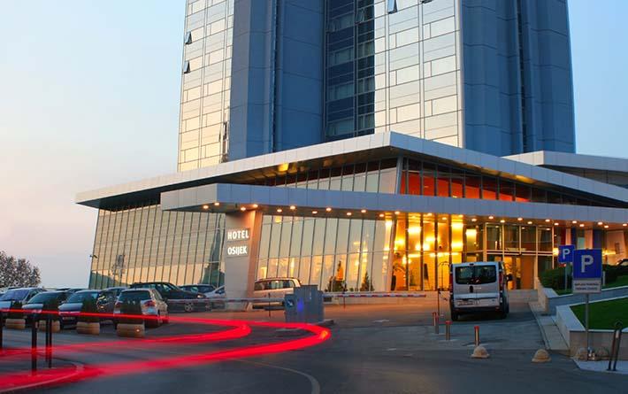 eksterijer-prilaz-hotelu